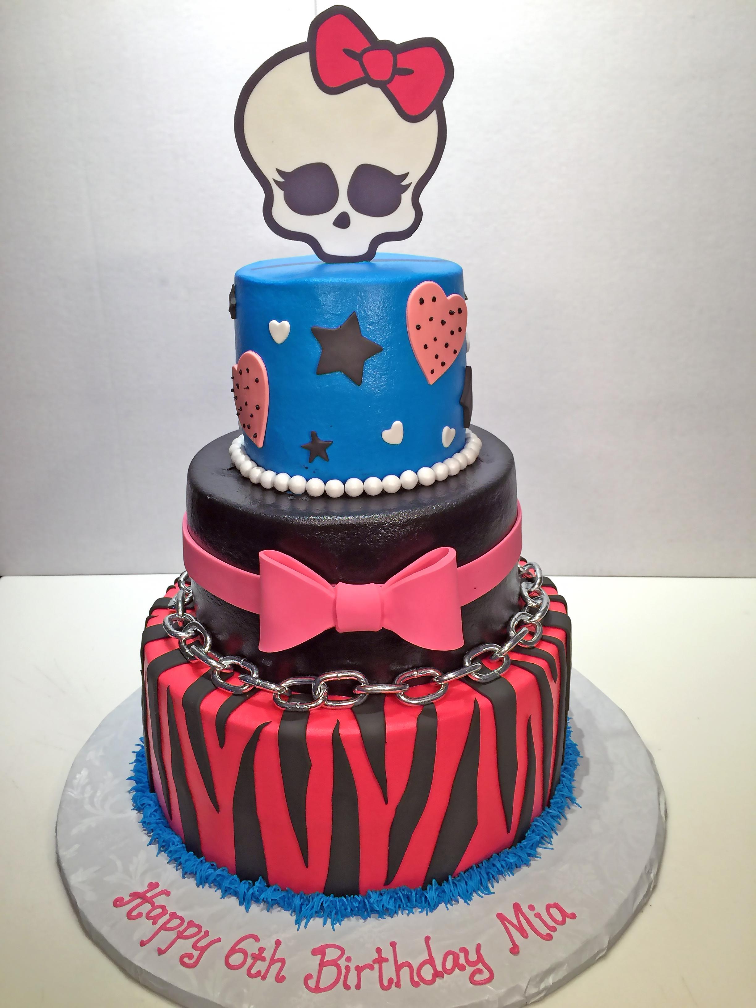 3tier-birthday-cake-girls-monster-high-skullette-085