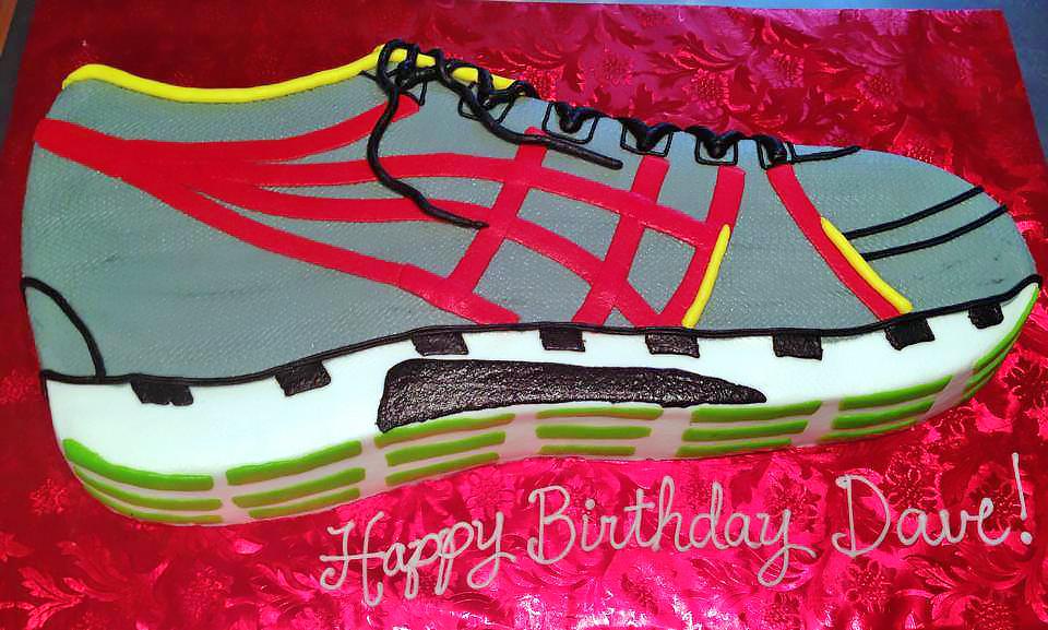 adult-birthday-cake-running-shoes-017