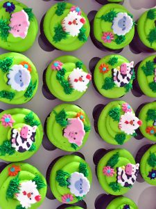 chicken-cow-cupcakes-farm-pig-329
