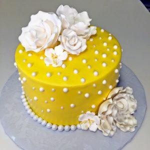 adult-birthday-flowers-pearls-yellow-cake-067