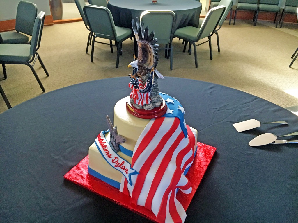 boy-scouts-eagle-camouflage-2tier-cake-003
