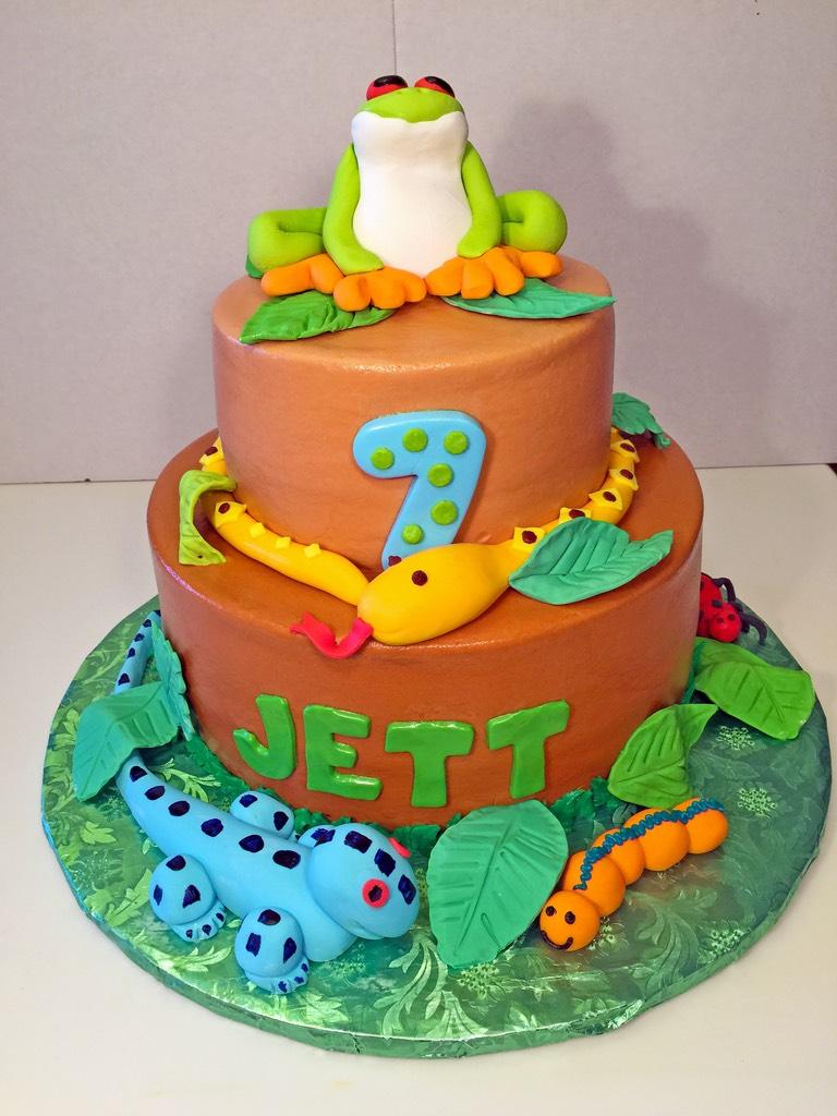 boys-birthday-frog-snake-caterpillar-2tier-cake-010