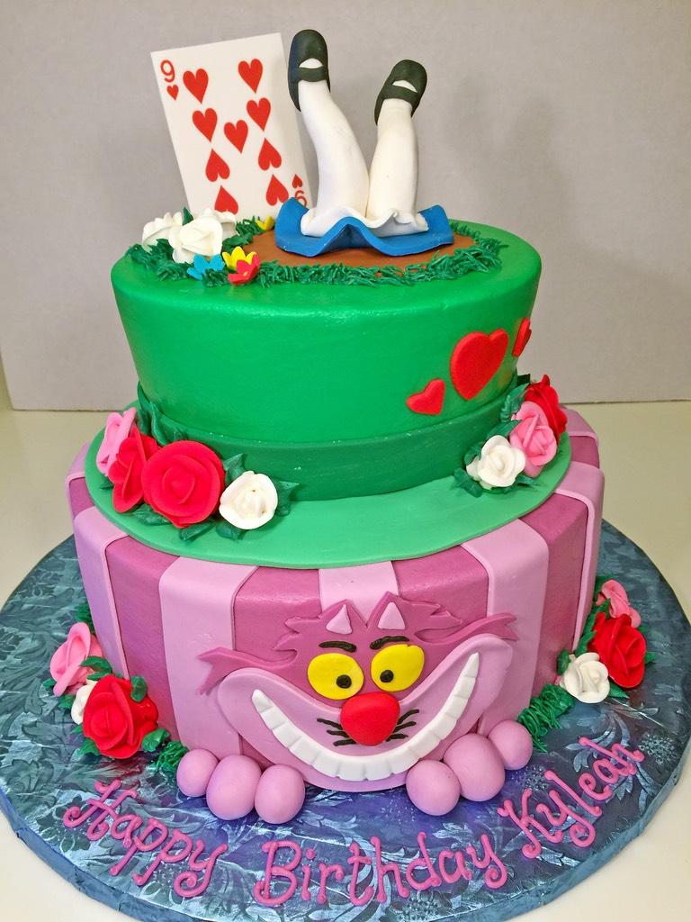 cake-2tier-alice-in-wonderland-girls-027