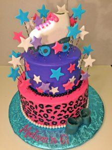 cake-girls-2tier-roller-skating-pink.-leopard-purple-stars-057